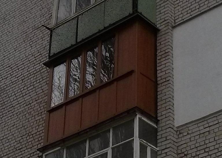 коричневый балкон в житомире