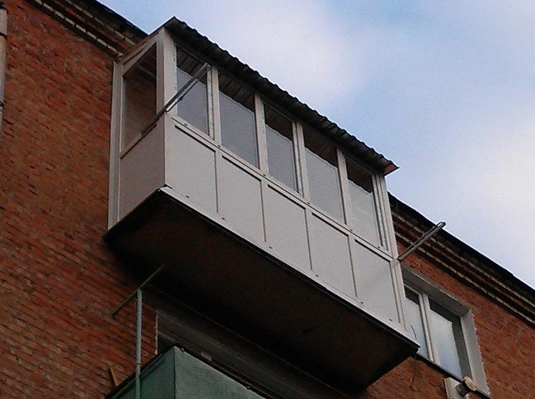 балкон с сушками для белья